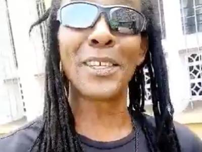 Le reggae man Daddy Cool livre un message depuis la Sierra Leone