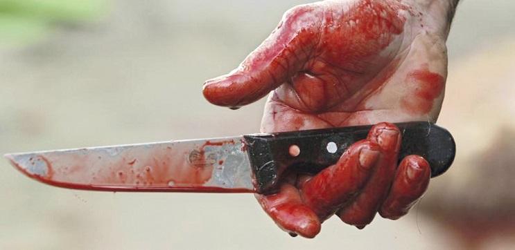 Un couteau avec du sang (illustration)