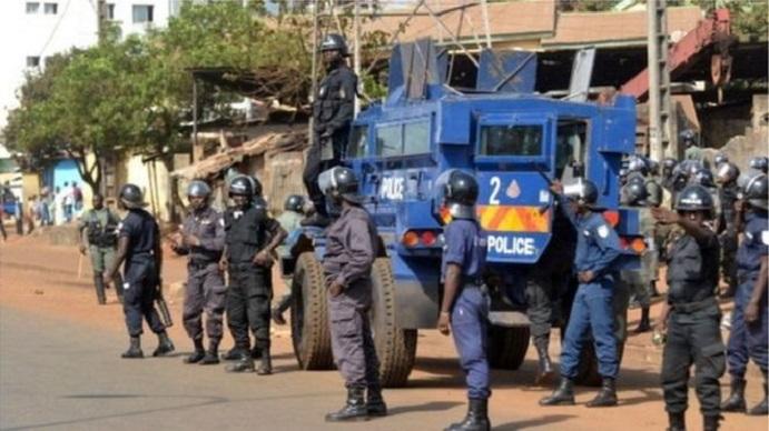 Un dispositif policier dans une rue de Conakry (image d'illustration)