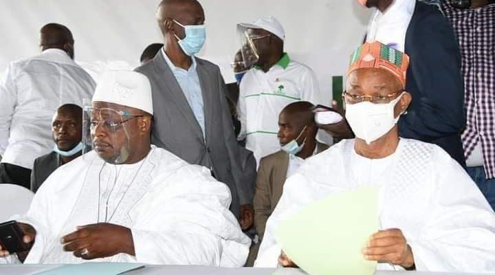 Cellou Dalein Diallo avec Lonceny DIOUBATE, directeur de campagne de l'UFDG pour la région de Kankan au siège du parti à Dixinn