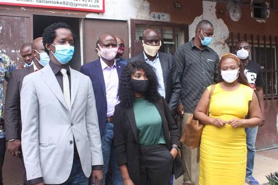 Alpha Abdoulaye Diallo, Président de l'AGEPI avec La nouvelle conseillère aux affaires culturelles et presse de l'ambassade des Etats-Unis en Guinée, Mme Gaina Davila, et son adjointe, Mme Kenya James