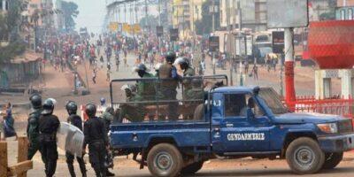 Des gendarmes anti-émeutes lors d'une violente manifestation à Conakry (image d'illustration)
