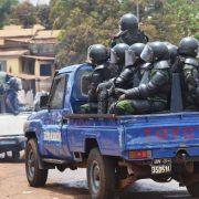 Des pick-ups remplis des gendarmes lors d'une violente manifestation à Conakry (image d'illustration)