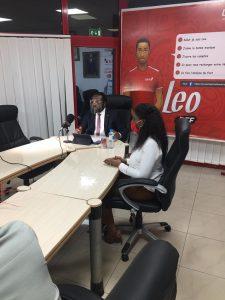 Tony Odeigah, Directeur Général la United Bank for Africa (UBA) avec Madame Diallo Fanta Kaba, chargée de la communication et du marketing