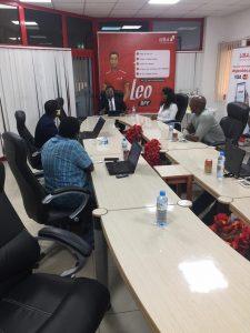 Tony Odeigah, Directeur Général la United Bank for Africa (UBA) lors d'une rencontre avec un groupe des journalistes