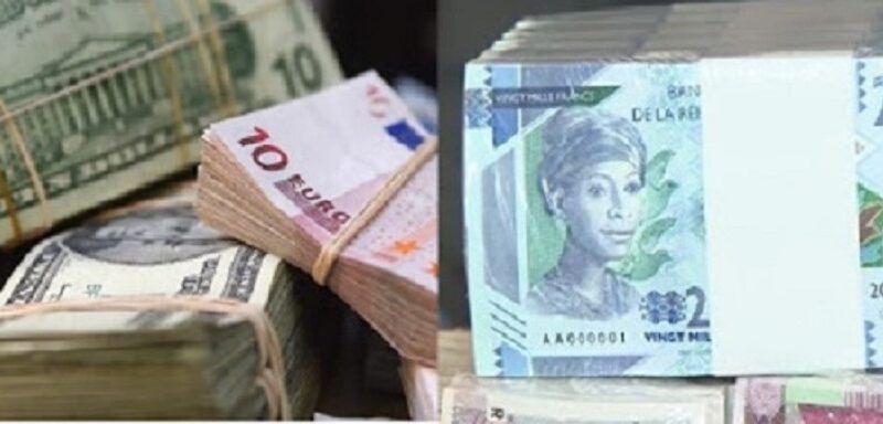 Des coupures de devises étrangères et de francs guinéen
