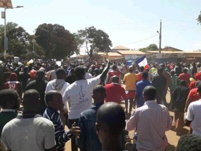 Des manifestants à Labé