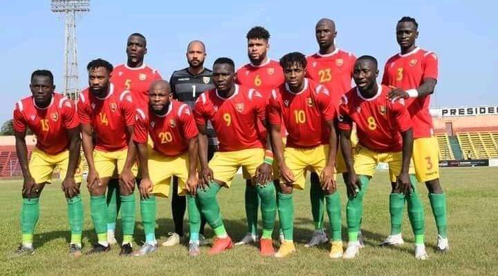 Prise de photo des joueurs du Syli national quelques instants avant l'ouverture du match