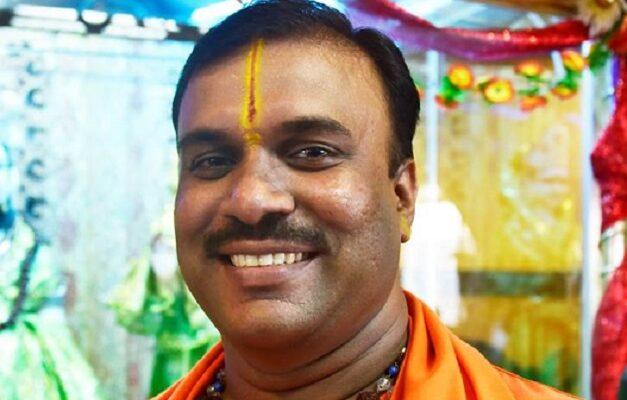 Acharya Prem Shankarananand Tirth, le Grand Prêtre Hindou du Shree Geeta Ashram de Delhi