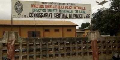 Derrière le commissariat central de police de la ville de Labé