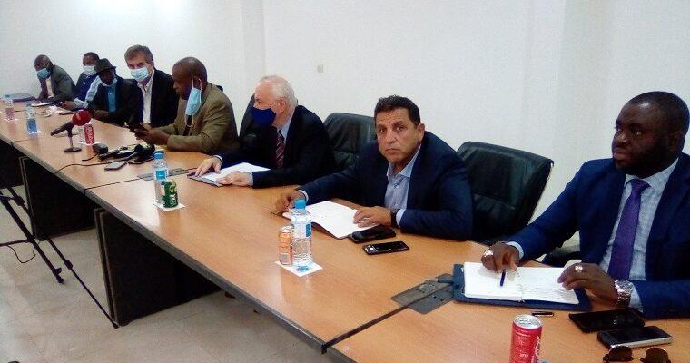 Des émissaires d'OBERMEYER échangent avec des cadres du département sectoriel