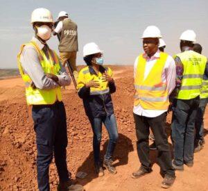 Direction de l'ISMGB accompagnée d'un salarié AMR, ancien étudiant de l'Institut sur le site minier d'AMR le 2 décembre