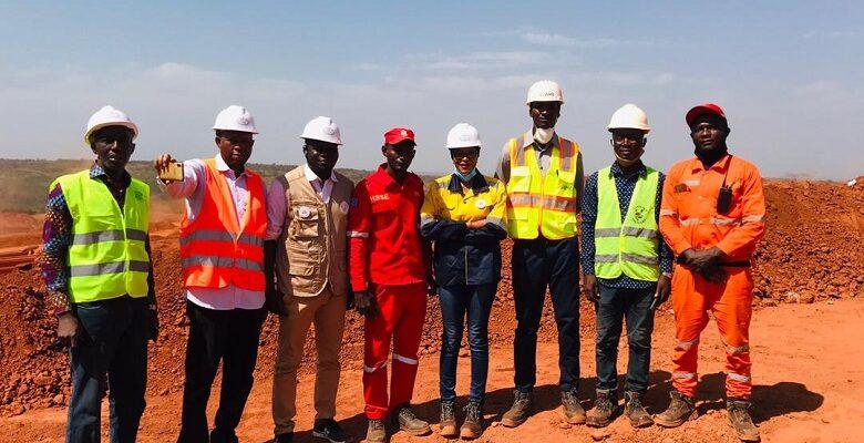 Visite de la Direction de l'ISMGB accompagnée d'une délégation du Réseau des Centres d'Emergence Africains sur le Permis minier d'Alliance Minière Responsable le 02 décembre 2020.