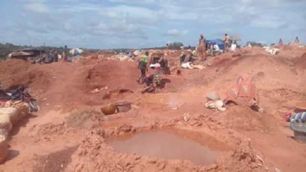 Sur le site d'extraction d'une mine d'or à Siguiri