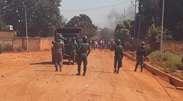Violente manifestation à Labé où des jeunes où policiers s'affrontent (image d'illustration)