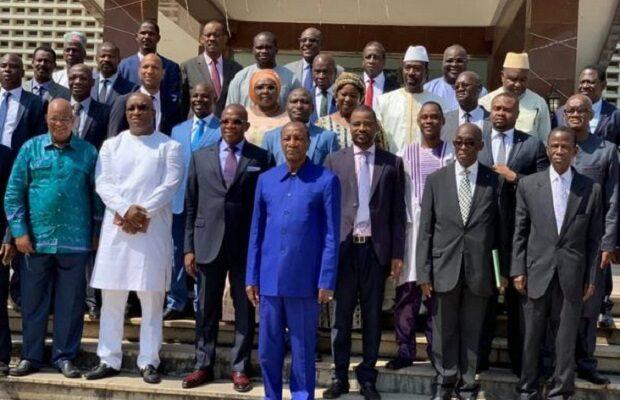 Alpha Condé avec des ministres du gouvernement de Kassory Fofana