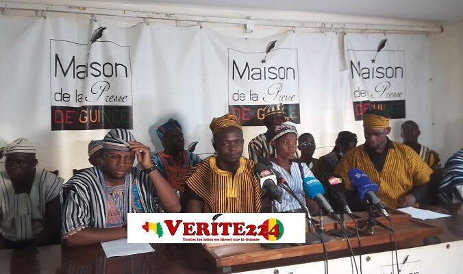 Des jeunes originaires de Macenta lors d'une conférence de presse