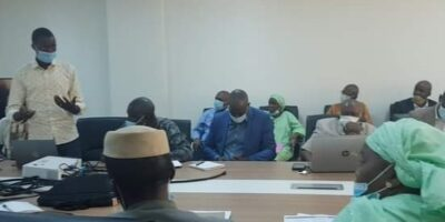 Mazoughou Goépogui en train de présenter la plateforme éducative « Magoé Education » au cabinet du ministère de l'enseignement supérieur