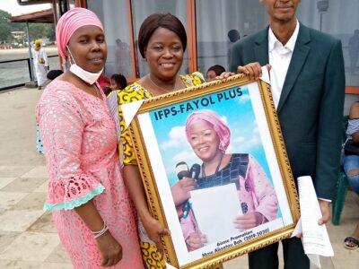 Aissatou Bah entourée du fondateur de Fayol-Plus Mamadou Aliou Diallo et son épouse