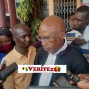 Me Abdoul Thiam avocat de Halimatou Baldé et scie devant la presse à la sortie d'une audience