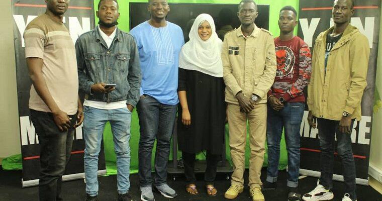 Sékou Koundouno avec des membres du mouvement Y en a marre