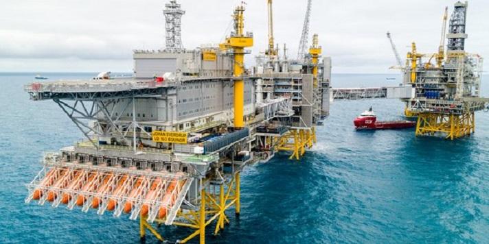 Une plateforme pétrolière en mer profonde (image d'illustration)
