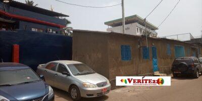 Ces maisonnettes construites par Makanera ont été cochées pour la démolition dans le cadre de l'opération de déguerpissement des emprises de la route