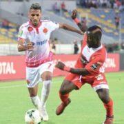 Un duel entre deux joueurs du Horoya AC et de Wydad lors de la League de Champions