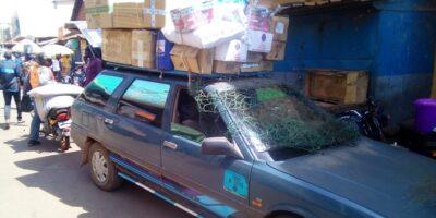 Un taxi-brousse qui fait la navette entre Conakry et Labé