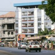 Une route de la ville de Conakry (Crédit photo : Alamy stock photo)